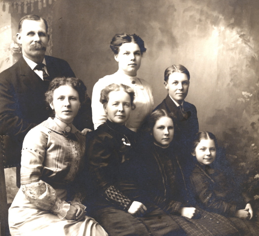 c1914 William & Ellen Bullis family