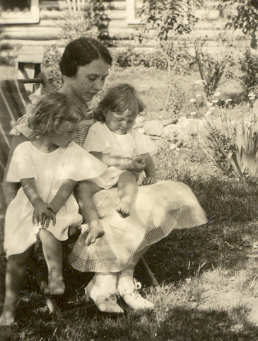 c1934 Lu & daughters