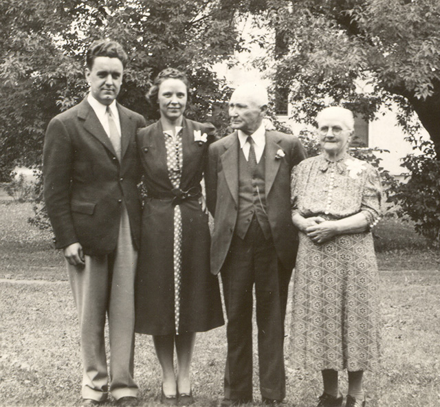 1939 Ray & Gie Harding with Mathew & Sarah Bullis