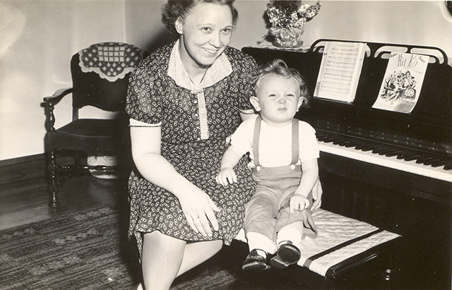 c1944 Gie Harding with son Ricky