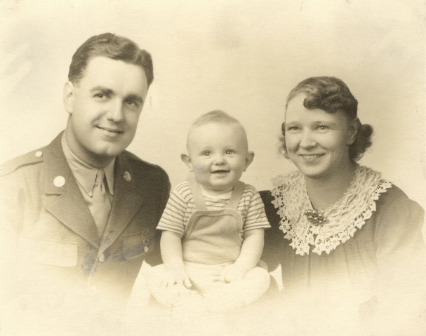 c1943 Ray & Gie Harding with son Richard